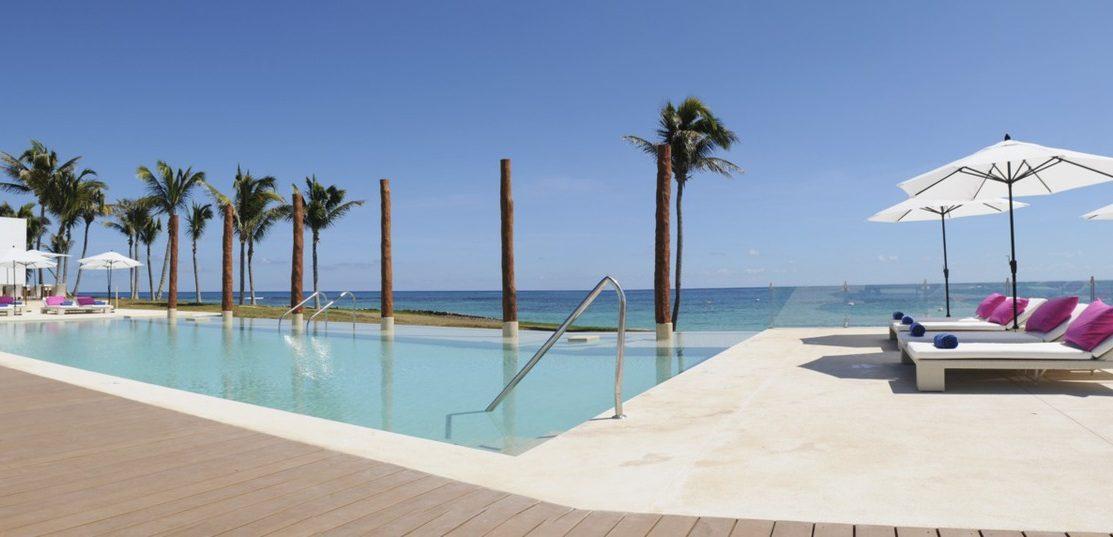 Club Med Cancun Yucatan, Mexique -  Pisicine luxueuse extérieur