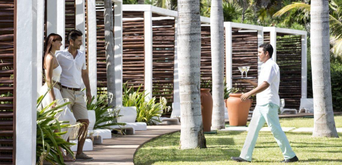 Club Med Cancun Yucatan, Mexique -  Image du personnel Club Med en action sur le terrain du village