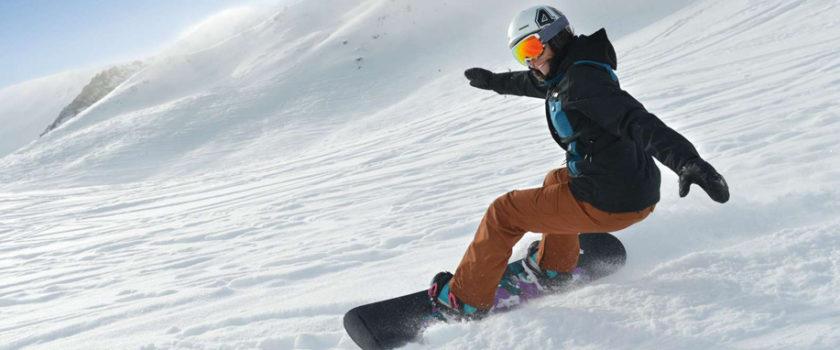 Club Med Arcs Panorama, en France - Image d'un homme faisant du snowboard