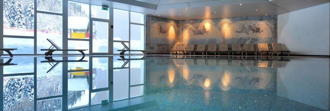Club Med Saint-Moritz Roi Soleil, en Suisse - Piscine intérieure du complexe.