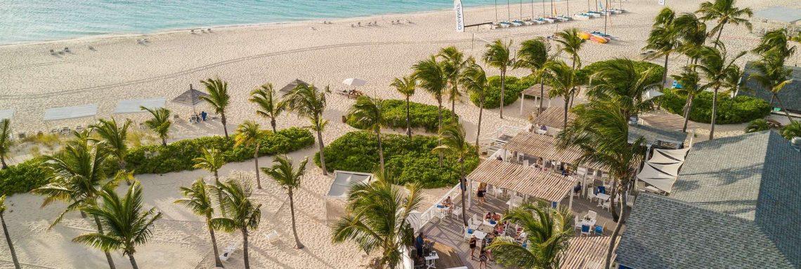 Image du bar le Skarkies, sur la plage.
