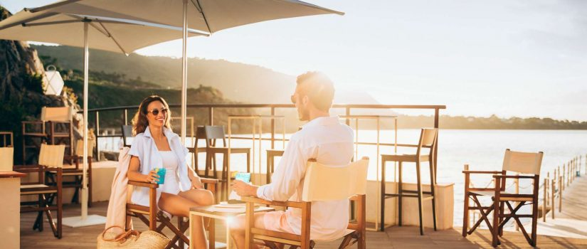 Club Med Cefalù en Italie - Terrasse vue d'un coucher de soleil
