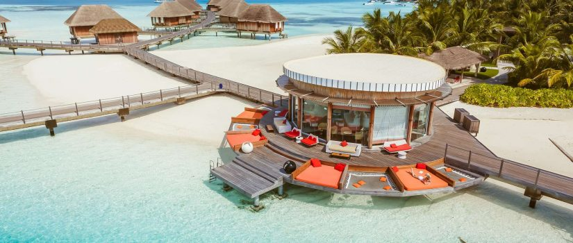 Club Med Kani, aux Maldives - Vue aérienne d'un bungalow sur la plage.