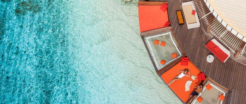Club Med Kani, aux Maldives - Vue aérienne d'une terrasse entourant les bungalows de plage.