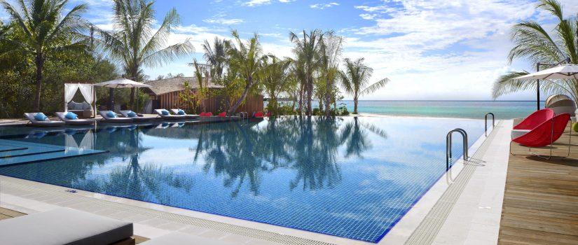 Club Med Kani, aux Maldives - Vue de la piscine extérieure faisant face à l'Océan.