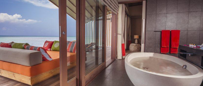 Club Med Kani, aux Maldives - Salle de bain à air ouverte et vue panoramique