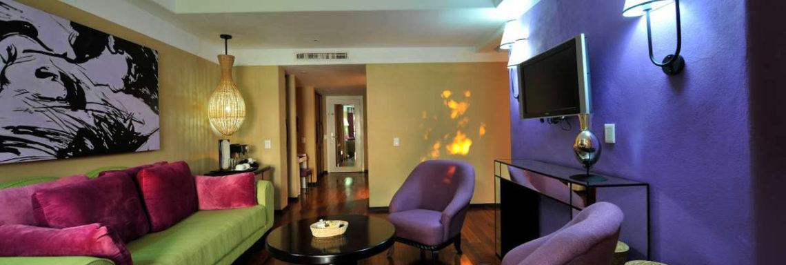 Club Med  Ixtapa Pacific, Mexique - Vue d'un coin salon offert à la location d'une suite