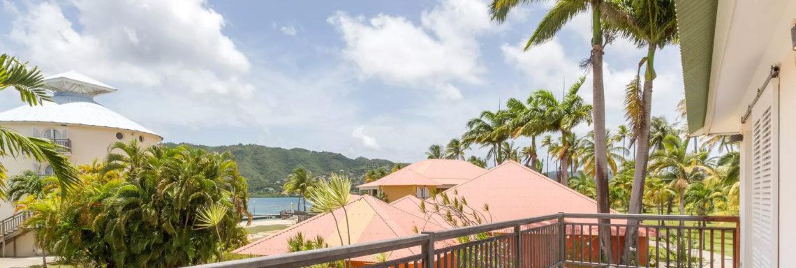 Image de quelqu'un regardant l'horizon de sa terrasse privée au deuxième étage