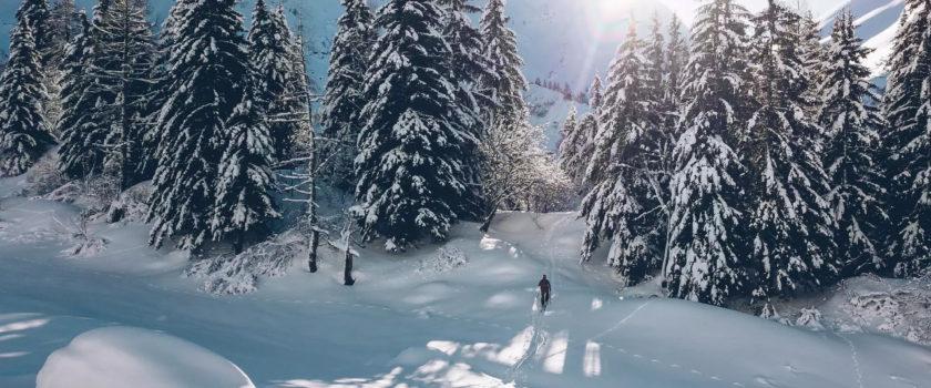 Club Med Arcs Panorama, en France - Vue du groupe de personnes profitant des plaisirs d'activités hivernales