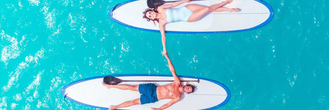 Club Med Miches Playa Esmeralda, en République Dominicaine - Un couple en plein coeur de la mer sur deux paddle board
